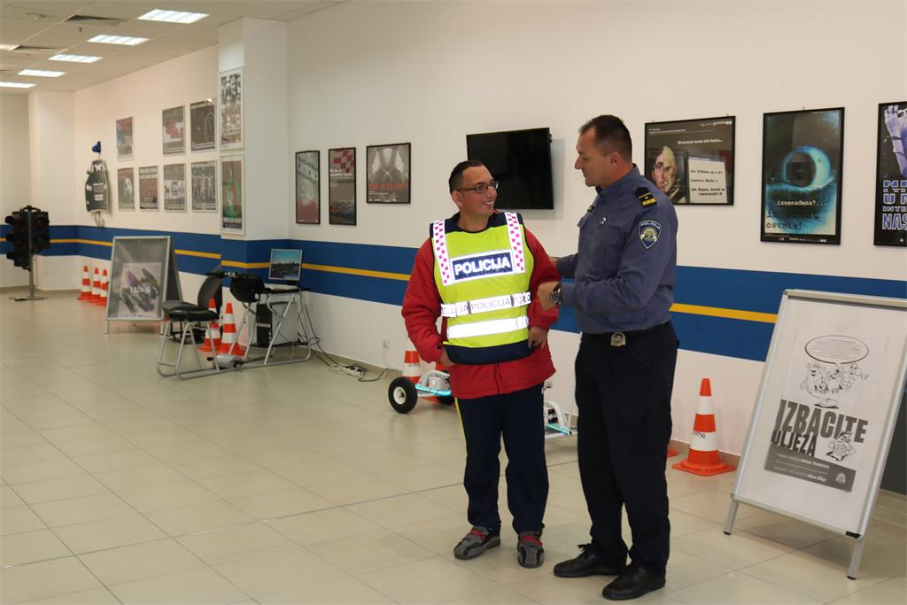 Mall policajac online upoznavanje